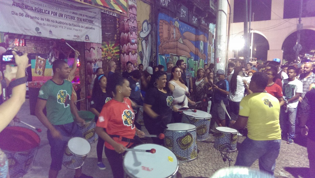 The start of the party in Lapa started with, as it probably always does in Brazil, drums :)