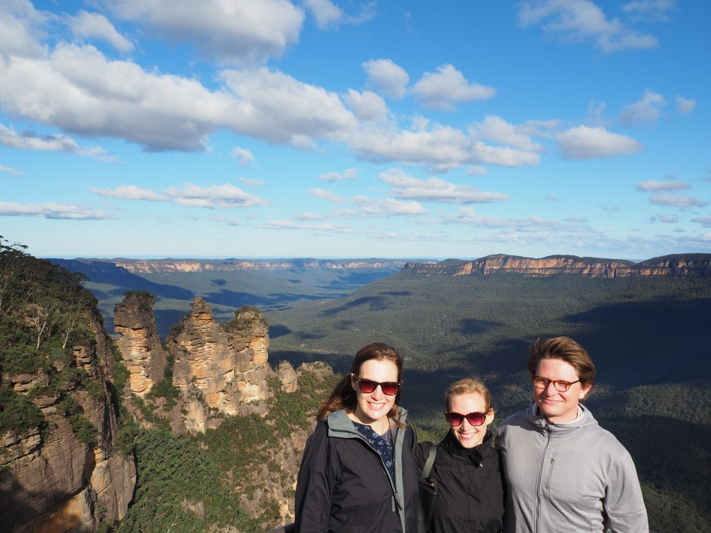 Hat, Kat & Toby in front of the Three Sisters at the Blue Mountains